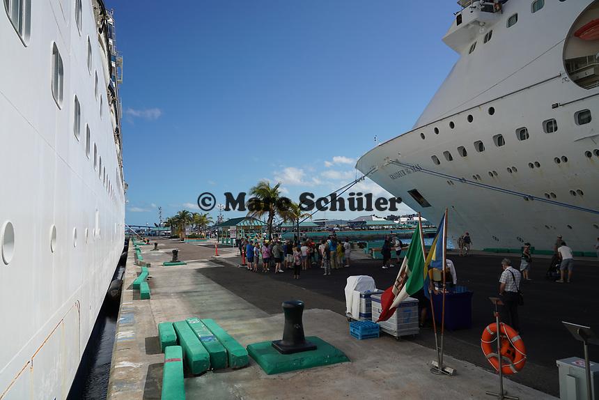 Costa Luminosa und Grandeur of the Seas im Hafen von Nassau, Bahamas - 26.01.2020: Nassau