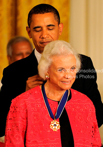 Washington, DC - August 12, 2009 -- United States President Barack Obama presents former US Supreme Court Justice Sandra Day O'Connor the 2009 Medal of Freedom, America's highest civilian award, in the East Room of the White House in Washington, DC, USA August 12, 2009.   .Credit: Mike Theiler / CNP