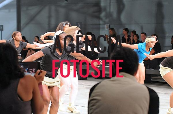 Paris, Franca&sbquo; 27/09/2013 - Desfile de Rick Owens durante a Semana de moda de Paris  -  Verao 2014. <br /> Foto: FOTOSITE