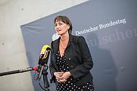 8. Sitzung des &quot;1. Untersuchungsausschuss&quot; der 19. Legislaturperiode des Deutschen Bundestag am Donnerstag den 26. April 2018 zur Aufklaerung des Terroranschlag durch den islamistischen Terroristen Anis Amri auf den Weihnachtsmarkt am Berliner Breitscheidplatz im Dezember 2016.<br /> Es fand an diesem Sitzungstag eine oeffentliche Anhoerung von sieben Sachverstaendigen und einem AfD-Foerderer zum Thema: &quot;Gewaltbereiter Islamismus und Radikalisierungsprozesse&quot; statt.<br /> Im Bild: Martina Renner, Obfrau der Linkspartei im Ausschuss, beim Pressestatement.<br /> 26.4.2018, Berlin<br /> Copyright: Christian-Ditsch.de<br /> [Inhaltsveraendernde Manipulation des Fotos nur nach ausdruecklicher Genehmigung des Fotografen. Vereinbarungen ueber Abtretung von Persoenlichkeitsrechten/Model Release der abgebildeten Person/Personen liegen nicht vor. NO MODEL RELEASE! Nur fuer Redaktionelle Zwecke. Don't publish without copyright Christian-Ditsch.de, Veroeffentlichung nur mit Fotografennennung, sowie gegen Honorar, MwSt. und Beleg. Konto: I N G - D i B a, IBAN DE58500105175400192269, BIC INGDDEFFXXX, Kontakt: post@christian-ditsch.de<br /> Bei der Bearbeitung der Dateiinformationen darf die Urheberkennzeichnung in den EXIF- und  IPTC-Daten nicht entfernt werden, diese sind in digitalen Medien nach &sect;95c UrhG rechtlich geschuetzt. Der Urhebervermerk wird gemaess &sect;13 UrhG verlangt.]