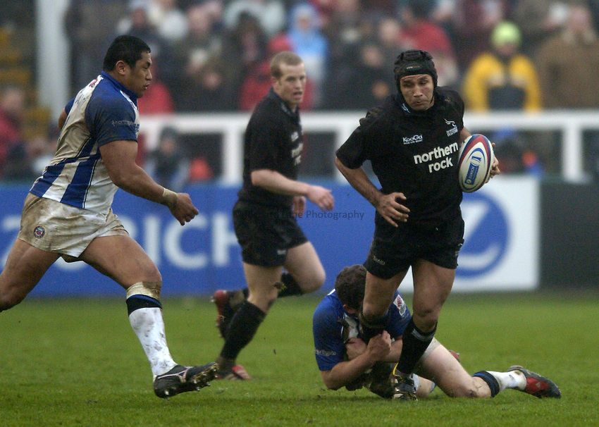 Photo. Jed Wee..Newcastle Falcons v Bath, Zurich Premiership, 27/03/2005..Newcastle's Mark Mayerhofler.