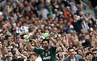 Calcio, Serie A: Juventus - Hellas Verona, Torino, Allianz Stadium, 19 maggio, 2018.<br /> Juventus' Captain and goalkeeper Gianluigi Buffon greets fans as he is substituted off during the during the Italian Serie A football match between Juventus and Hellas Verona at Torino's Allianz stadium, 19 May, 2018.<br /> Juventus won their 34th Serie A title (scudetto) and seventh in succession.<br /> Gianluigi Buffon played his last match with Juventus today after 17 years.<br /> UPDATE IMAGES PRESS/Isabella Bonotto