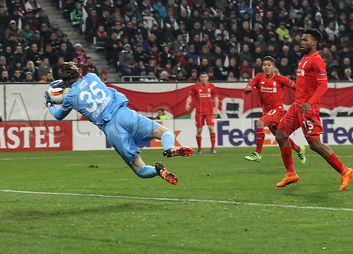 18.02.2016. Augsburg, Germany. UEFA Europa League football. Augsburg versus Liverpool FC.  Marwin Hitz (FC Augsburg 35), makes the save in front of Daniel Sturridge (Liverpool FC)
