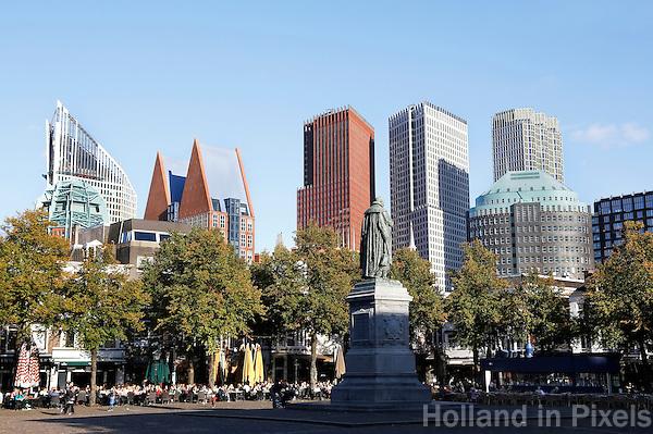 Nederland Den Haag 2015 09 27. Het Plein in Den haag. Op de achtergrond de hoogbouw rond Centraal Station