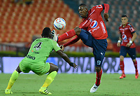 MEDELLÍN - COLOMBIA, 18-04-2018: Juan F Caicedo (Der) jugador del Medellín disputa el balón con Ramon Cordoba (Izq) de Jaguares F.C. durante el partido entre Deportivo Independiente Medellín y Jaguares F.C. por la fecha 16 de la Liga Águila I 2018 jugado en el estadio Atanasio Girardot de la ciudad de Medellín. / Juan F Caicedo (R) player of Medellin vies for the ball with Ramon Cordoba (L) player of Jaguares F.C. during match between Deportivo Independiente Medellin and Jaguares F.C. for the date 16 of the Aguila League I 2018 played at Atanasio Girardot stadium in Medellin city. Photo: VizzorImage/ León Monsalve / Cont
