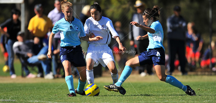 Day 6 of competition at the 2009 National Junior Championships, Canberra for U13 boys and U14 girls soccer players. Victorian under 14 girls team versus NSW. 16 April 2009. Photo Sydney Low. All rights reserved.