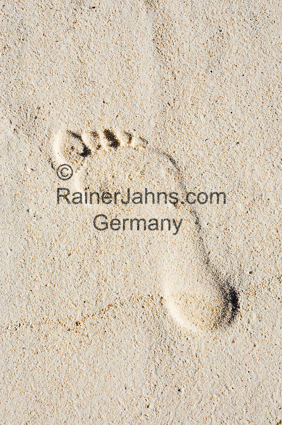 Seychelles, Island La Digue, Anse Source d'Argent: footprint in the sand<br />