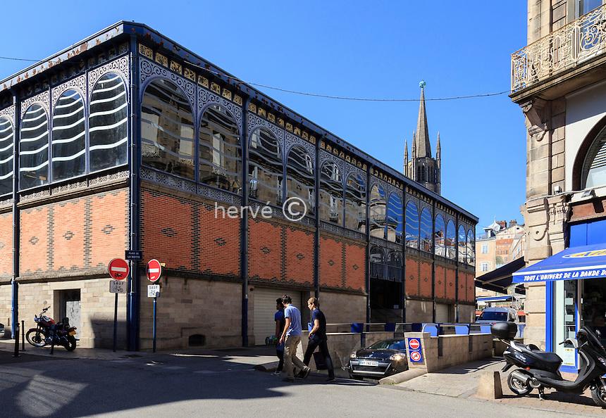 France, Haute-Vienne (87), Limoges, les Halles et le clocher de l'église Saint-Michel // France, Haute Vienne, Limoges, Halles