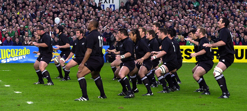 Photo. Richard Lane. .Ireland v New Zealand at Lansdowne Road, Dublin. 17-11-2001.All Black haka