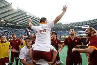 Calcio, Serie A: Lazio vs Roma. Roma, stadio Olimpico, 25 maggio 2015.<br /> Roma's Francesco Totti, center, back to camera, celebrates with teammates at the end of the Italian Serie A football match between Lazio and Roma at Rome's Olympic stadium, 25 May 2015. Roma won 2-1.<br /> UPDATE IMAGES PRESS/Riccardo De Luca