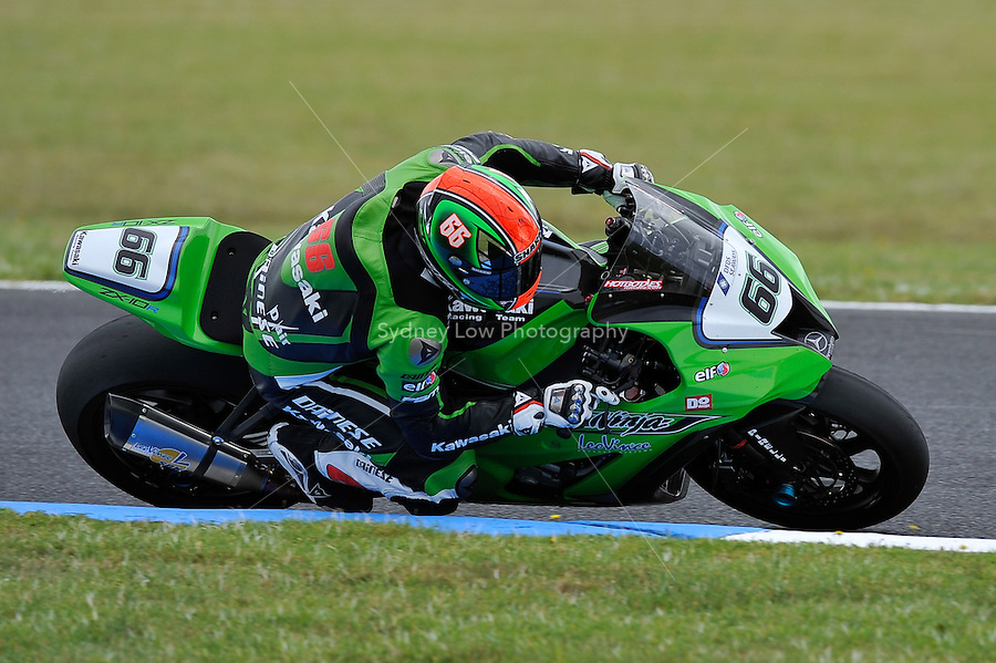 PHILLIP ISLAND, 27 FEBRUARY - Tom Sykes (GBR) riding the Kawasaki ZX-10R (66) of the Kawasaki Superbike Racing Team during race one of round one of the 2011 FIM Superbike World Championship at Phillip Island, Australia. (Photo Sydney Low / syd-low.com)