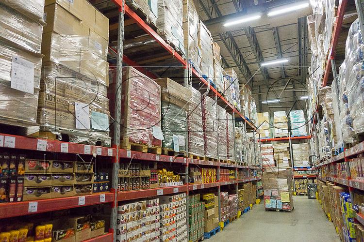 Interior de um grande centro atacadista de distribuição de mercadorias, São Paulo - SP, 11/2016.