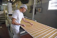 - Novara, stabilimento Pavesi (gruppo Barilla), linea di produzione dei biscotti Pavesini<br /> <br /> - Novara, Pavesi plant (Barilla Group), production line of Pavesini biscuits