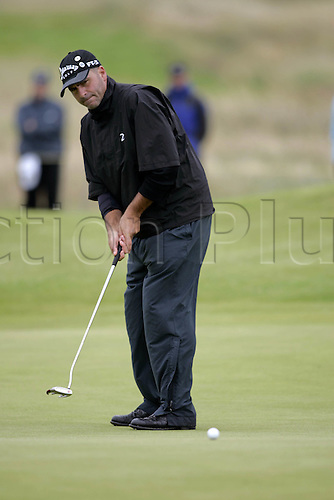 18 July 2008: American golfer Rocco Mediate (USA) putting during the second round of the Open Championship at Royal Birkdale Photo: Neil Tingle/Action Plus..080718 golf