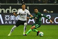 Carlos Salcedo (Eintracht Frankfurt) gegen Thomas Delaney (SV Werder Bremen) - 03.11.2017: Eintracht Frankfurt vs. SV Werder Bremen, Commerzbank Arena