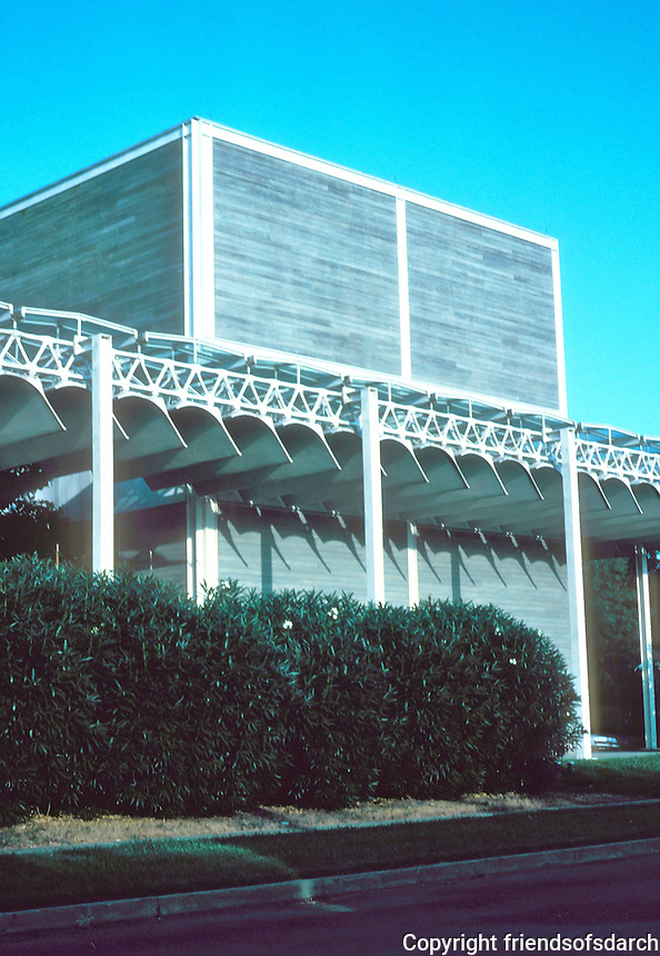 Renzo Piano: The Menil Collection, Houston. Western, short facade.