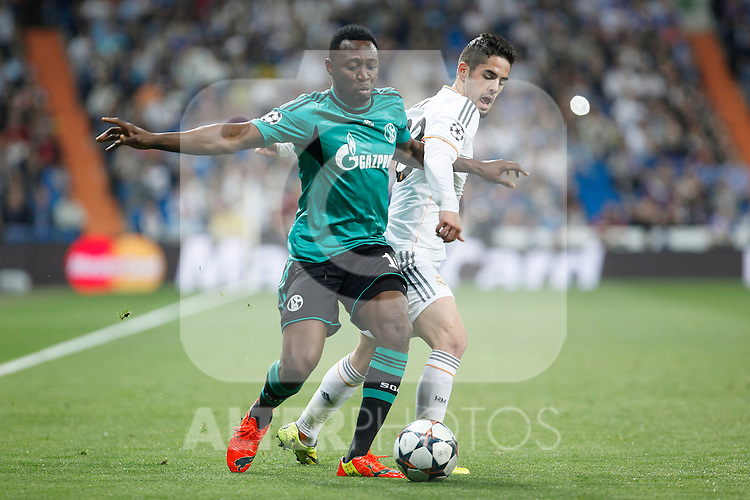 Real Madrid´s Isco and Schalke 04´s Chinedu Obasi (L) during Champions League First Knock-out Round 2nd leg soccer match at Santiago Bernabeu stadium in Madrid, Spain. March 18, 2014. (ALTERPHOTOS/Victor Blanco)