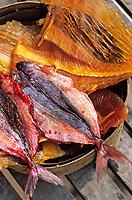 Thaïlande/Bangkok: Etal de poissons séchés dans le quartier de Taa Tien au village des pêcheurs