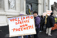 Roma, 1 Marzo 2011.Sciopero migranti, blitz a Porta Pia e corteo fino al Ministero del Tesoro..Chiedono diritti, permesso di soggiorno e chiusura dei C.I.E, diritto al lavoro e diritto d'asilo...Rome, March 1, 2011.Strike migrant raid at Porta Pia and parade to the Treasury..They demand rights, residence permit and closure of the CIE, the right to work and asylum