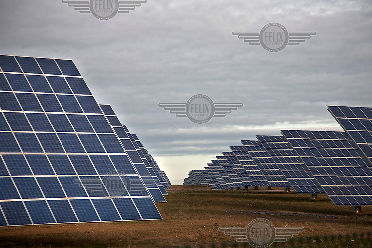 One of the biggest solar farms on earth is located in Amareleja. 2500 solar panels produce 62 Megawatts, enough to supply electricity to more than 60'000 households.