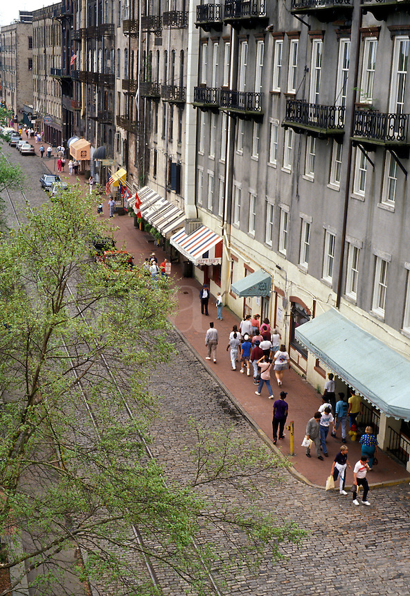 AJ2594, Savannah, Georgia, Waterfront, Aerial view of people walking along the cobblestone River Street in the Historic Riverfront District of Savannah in the state of Georgia.