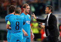 Calcio, Champions League, Gruppo E: Roma vs Barcellona. Roma, stadio Olimpico, 16 settembre 2015.<br /> From left, FC Barcelona&rsquo;s Sergi Roberto, Andres Iniesta and Ivan Rakitic listen to coach Luis Enrique during a Champions League, Group E football match between Roma and FC Barcelona, at Rome's Olympic stadium, 16 September 2015.<br /> UPDATE IMAGES PRESS/Riccardo De Luca