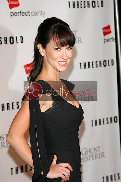 Jennifer Love Hewitt<br /> At the CBS &quot;Ghost Whisperer&quot; and &quot;Threshold&quot; premiere screening, Hollywood Forever Cemetery, Hollywood, CA 09-09-05<br /> David Edwards/DailyCeleb.Com 818-249-4998