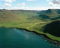 Staður (Staðarhús) og Bær, Vatnadalur, séð til suðausturs, Suðureyrarhreppur.  / Stadur (Stadarhus) and Baer in Vatnadalur viewing southeast. Sudureyrarhreppur.