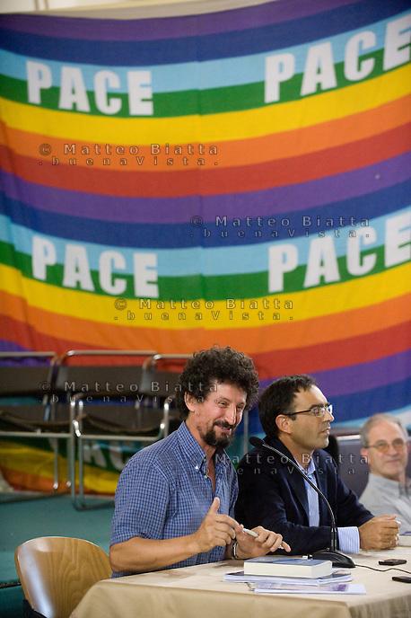 INCONTRO CON VITO MANCUSO NELLA FOTO VITO MANCUSO CON DON FABIO CORAZZINA RELIGIONE BRESCIA 23/09/2011 FOTO MATTEO BIATTA<br /> <br /> CONFERENCE WITH VITO MANCUSO IN THE PICTURE VITO MANCUSO WITH PRIEST FABIO CORAZZINA RELIGION BRESCIA 23/09/2011 PHOTO MATTEO BIATTA