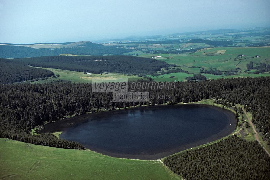 Europe/France/Auvergne/63/Puy-de-Dôme/Env. d'Orcival: Le lac de Servières _Vue aérienne