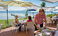 Deutschland, Bayern, Chiemgau, bei Seebruck am Chiemsee: Restaurant und Cafe am Malerwinkel | Germany, Upper Bavaria, Chiemgau, near Seebruck at Lake Chiemsee: Restaurant and Cafe 'Malerwinkel'