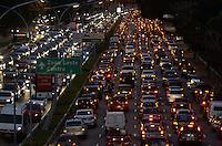 SAO PAULO, SP, 26 DE JULHO DE 2013 – TRÂNSITO EM SÃO PAULO: Trânsito na Av. 23 de Maio sentido bairro, próximo ao Parque do Ibirapuera, zona sul de São Paulo na tarde desta sexta feira (26). FOTO: LEVI BIANCO - BRAZIL PHOTO PRESS.