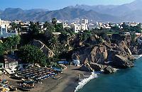 Spanien, Andalusien, Blick vom Balkon de Europa auf den Strand von Nerja