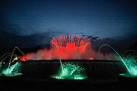 BARCELONA, ESPANHA, 08 JUNHO 2012 - TURISMO FONTE MAGICA BARCELONA - Vista da Fonte Magica, espetaculo de agua e luzes que acontece de sexta-feira a domingo na Praca de Espanha em Barcelona na Espanha, nesta sexta-feira, 08. (FOTO: WILLIAM VOLCOV / BRAZIL PHOTO PRESS).