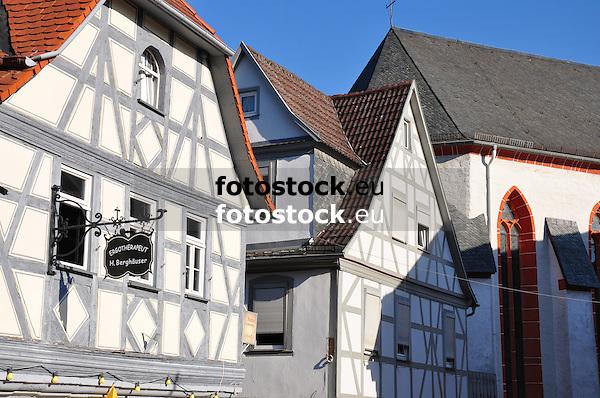 Fachwerkhäuser und Katholische Pfarrkirche St. Bartholomäus in Oppenheim