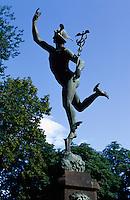 Norwegen, Oslo, Hermesstatue vor Börse (Børsen)