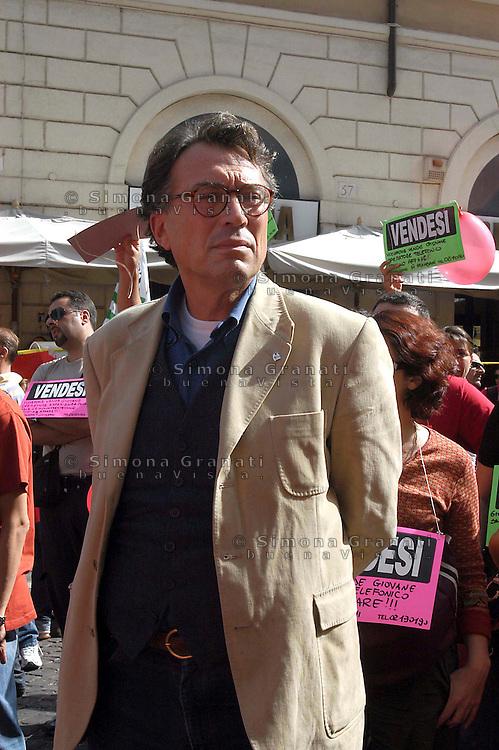 Roma   5 Ottobre 2007.Manifestazione dei lavoratori della Vodafone contro i licenziamenti e la Legge 30, in piazza Santi Apostoli..Giorgio Cremaschi, segretario FIOM.