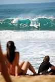 USA, Hawaii, Oahu, Spectators watching surfers at Pipeline, the North Shore