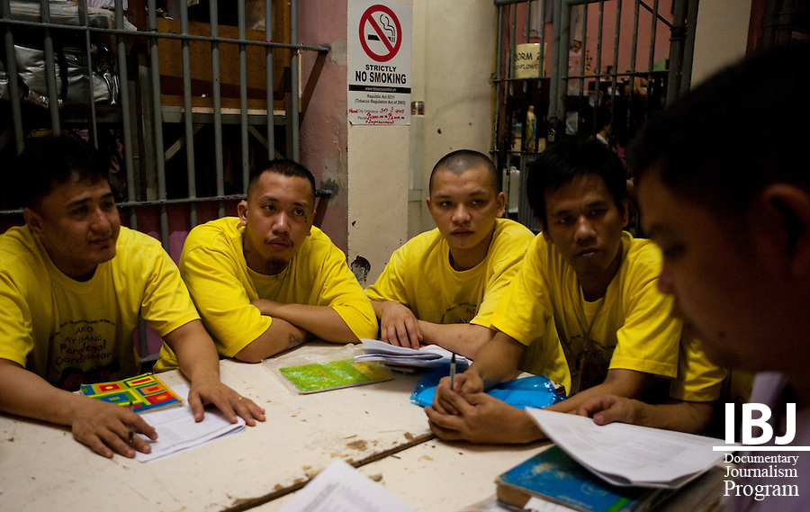 Inmates who enroll in the paralegal program in Mandaluyong City Jail are required to go to weekly training sessions where they learn aspects of criminal law that are likely to come up in cases here in the Philippines.