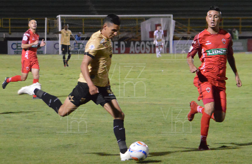 TUNJA – COLOMBIA, 12-10-2018: Jerson Malagon (Der) jugador de Patriotas Boyacá disputa el balón con Mauricio Gomez (Izq) jugador de Rionegro Aguilas durante partido por la fecha 14 de la Liga Águila II 2018 realizado en el estadio La Independencia en Tunja. / Jerson Malagon (R) player of Patriotas Boyaca fights for the ball with Mauricio Gomez (L) player of Rionegro Aguilas during match for the date 14 of Aguila League II 2018 at La Independencia stadium in Tunja. Photo: VizzorImage / Jose Palencia / Cont