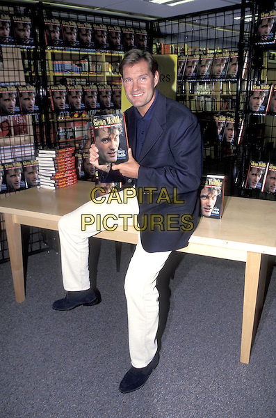 GLEN HODDLE.Book launch.25 August 1998.Glenn full length full-length .ref:7698.www.capitalpictures.com.sales@capitalpictures.com.©Capital Pictures