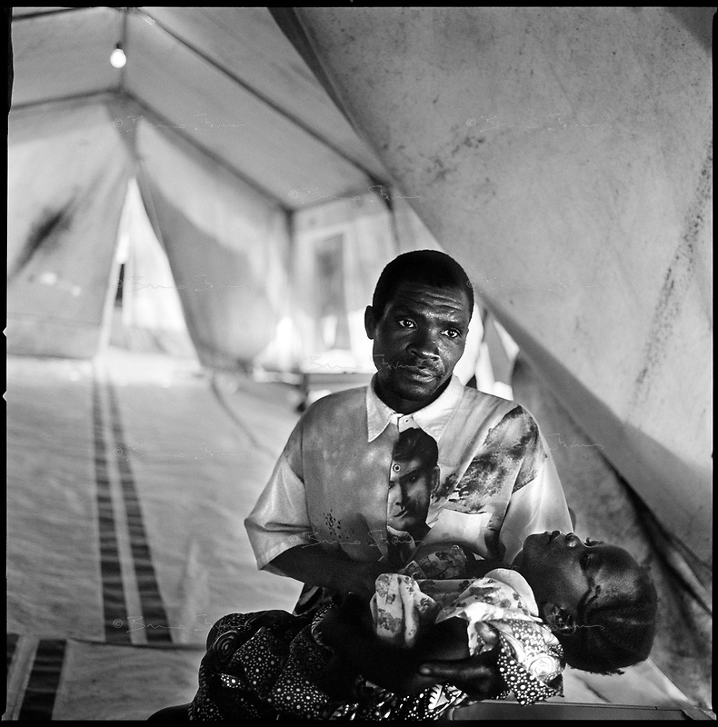 Kuito, Angola, May 22, 2006.Domingo, 35, brings his daughter Graciana Mimi, 3, sick with cerebral malaria to the MSF Belgium operated clinic.