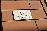 PESCARA 20-06-2012: ESAMI DI MATURITA',  L'INGRESSO DEGLI STUDENTI NEL LICEO GINNASIO GABRIELE D'ANNUNZIO, PER LA PRIMA PROVA DI ITALIANO. NELLA FOTO  LA TARGA DELL'ISTITUTO. FOTO DILORETO ADAMO