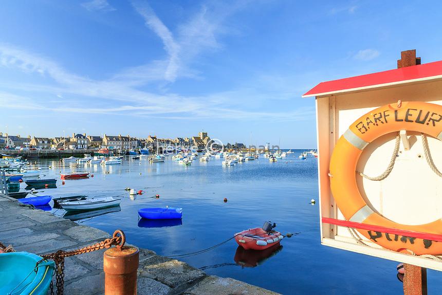 France, Manche (50), Cotentin, Barfleur, labellisé Les Plus Beaux Villages de France, le port de pêche // France, Manche, Cotentin Peninsula, Barfleur, labelled Les Plus Beaux Villages de France (The Most beautiful Villages of France), fishing port