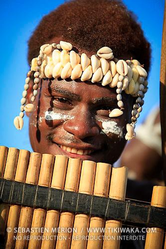 Groupe de danseurs IARE, flûte de pan, Salomon