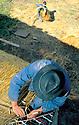 01/07/97 - FOREZ - PUY DE DOME - FRANCE - Reparation d un toit en chaume sur un jas - Photo Jerome CHABANNE