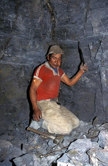 Bolivie, Potosi. Un mineur au coeur de la mine d'etain. *** A miner working in a tin mine, Potosi, Bolivia.