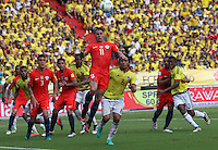BARRANQUILLA -COLOMBIA, 10-NOVIEMBRE-2016. Abel Aguilar(Der.) jugador de Colombia disputa el balón con Eduardo Vargas (Izq.) de Chile durante el  encuentro  por las eliminatorias al mundial de Rusia 2018  disputado en el estadio Metropolitano Roberto Meléndez de Barranquilla. Abel Aguilar (L) Colombia player fights for the ball withEduardo Vargas (R) of Chile during the qualifying match for the 2018 World Championship in Russia Metropolitano Roberto Melendez stadium in Barranquilla . Photo:VizzorImage / Felipe Caicedo  / Staff