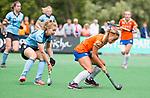 BLOEMENDAAL - Joelle Ketting (Bl'daal) met links Esmee Kras (HGC) , 2e play out wedstrijd tussen Bloemendaal-HGC dames (2-0). COPYRIGHT KOEN SUYK