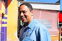 SAO PAULO, SP, 13 JULHO 2012 - ELEICOES 2012 - FERNANDO HADDAD - O ex ministro dos Esportes Orlando Silva, candidato a vereador pelo PC do B cumpre agenda eleitoral com caminhada no Campo Limpo regiao sul da capital paulista, nesta sexta-feira, 13. (FOTO: ADRIANA SPACA / BRAZIL PHOTO PRESS).